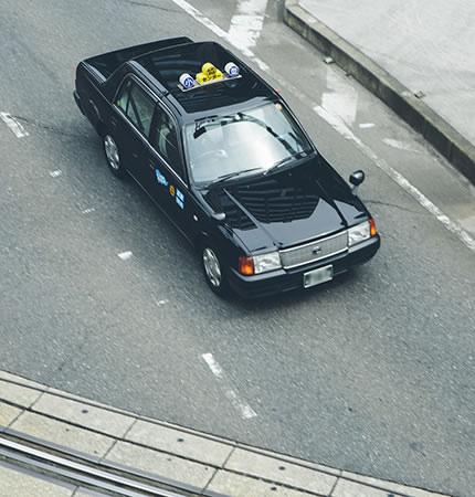 写真:走行中のタクシー